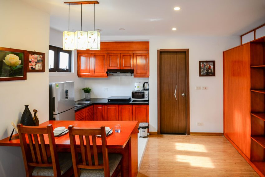 SerViced_Apartment_In_LinhLang_Street.jp4